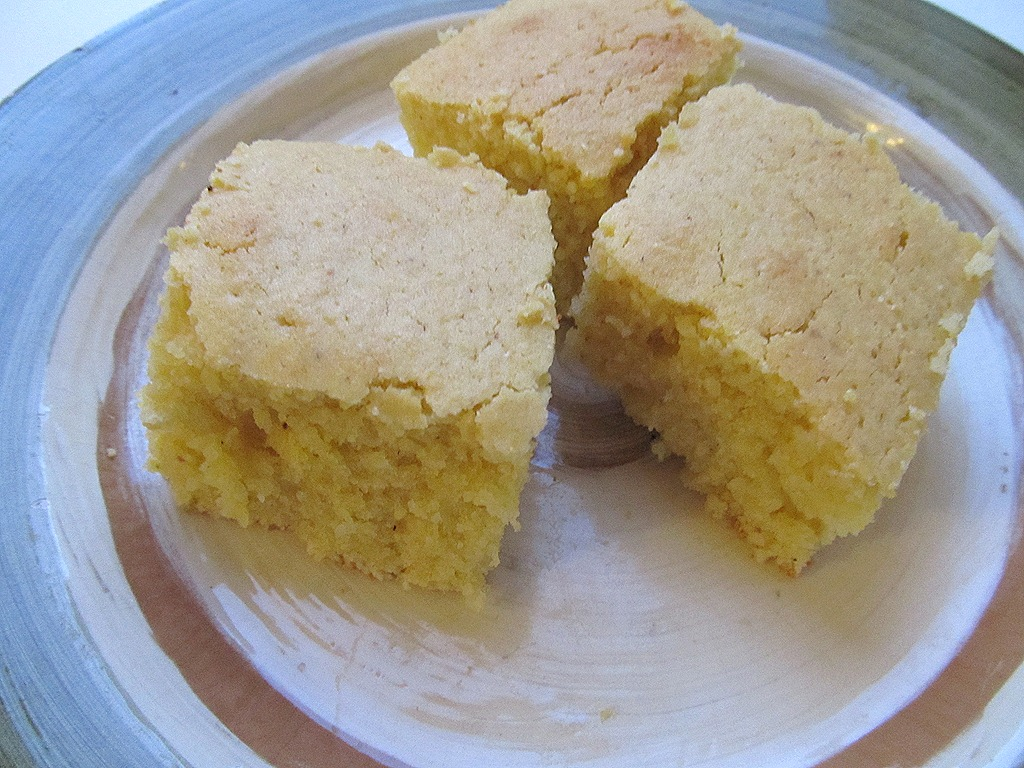 3 pieces of cornbread