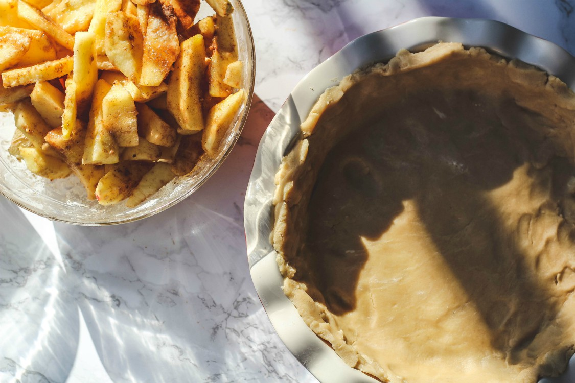 overehead image of apple slices and pie dough