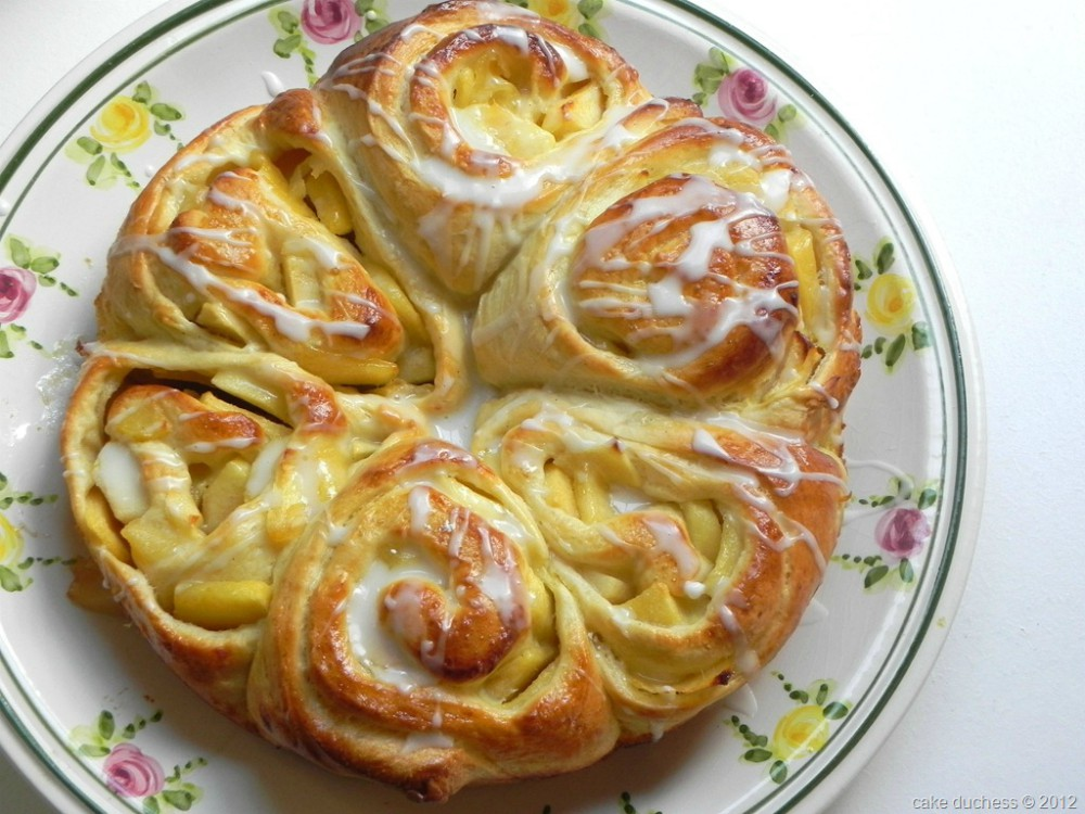 overhead image of 6 apple bread rings on a colorful plate