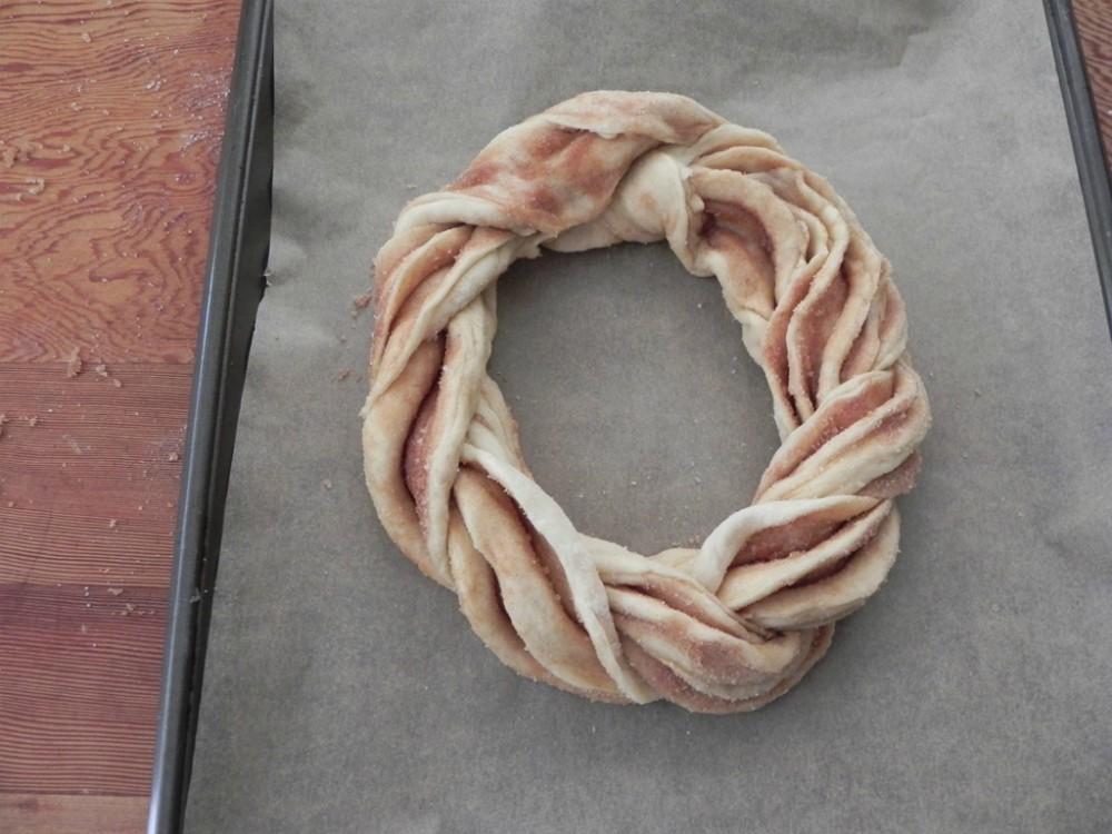 overhead image of estonian cringle ring bread