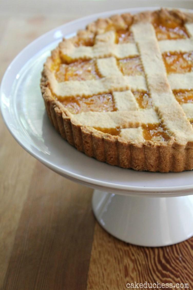 overhead image of crostata di mango