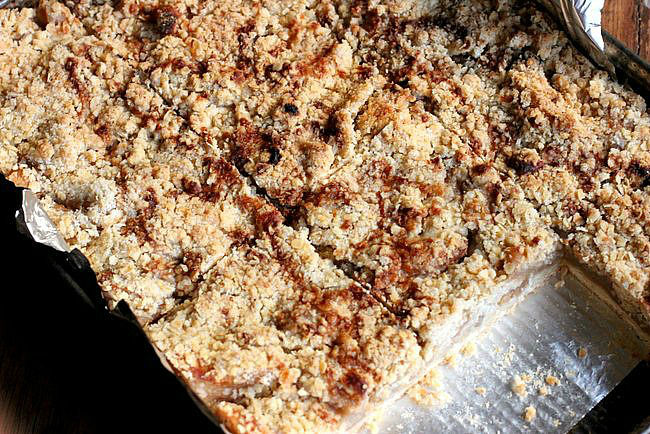 Brown Butter Apple Cinnamon Crumb Bars