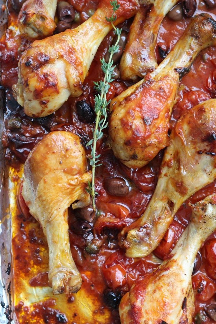 overhead image of shweet pan chicken cacciatore